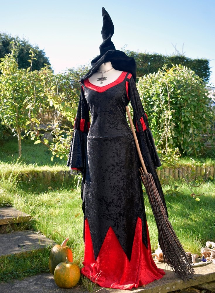 Magrat Garlick Gown in Black and Red
