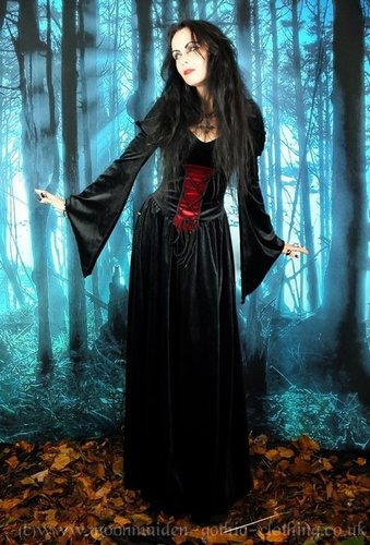 Lady Elwyn Bathory Gown