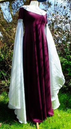 Arwen Requiem Gown in Aubergine