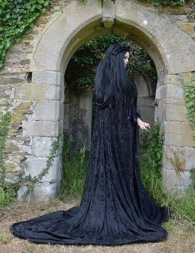 Morticia Requiem Cloak